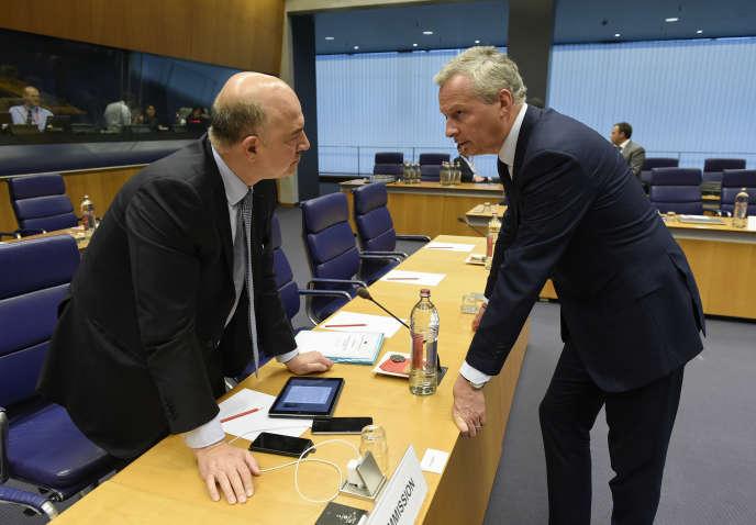 Le commissaire européen aux affaires économiques, Pierre Moscovici, et le ministre français des finances, Bruno Le Maire, à Bruxelles, le 15 juin.
