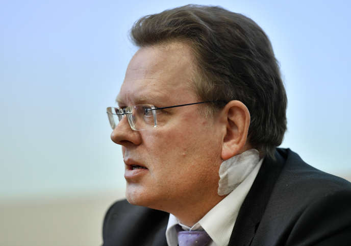 Andreas Hollstein, le maire d'Altena, avant une conférence de presse, le 28 novembre 2017, organisée après son agression.
