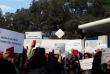 Mobilisation des familles devant le lycée français de Casablanca, au Maroc, lundi 27novembre.