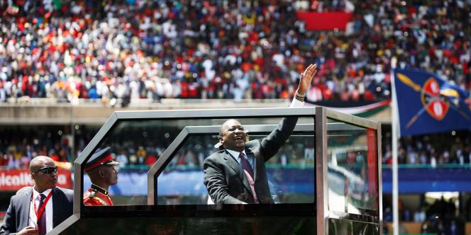 Le président kényan Uhuru Kenyatta après sa prestation de serment, le 28 novembre, dans le stade Kasarani à Nairobi.