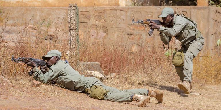 Des soldats maliens en formation au camp d'entraînement de la mission européenne, à Koulikoro, le 28 novembre 2017.