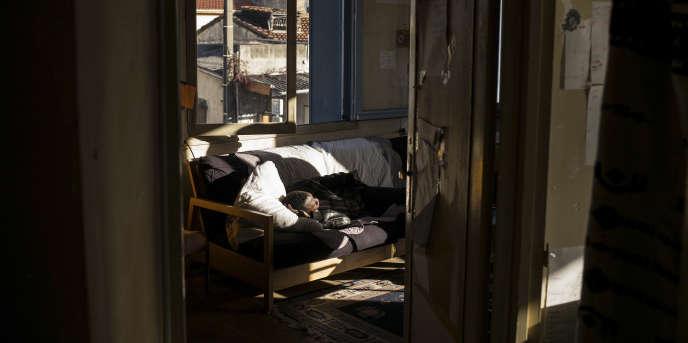 A Toulouse, en novembre, dans un ancien hôtel squatté par une trentaine de jeunes migrants encadrés par l'association AutonoMIE.