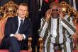 Le président français est pointé du doigt pour ses plaisanteries et sa décontraction au Burkina Faso.