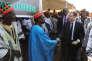 «La persistance d'un haut degré d'activité informelle même au sein des PME les plus « formelles » rend l'instruction des dossiers d'investissement longue et coûteuse» (Photo: Emmanuel Macron à Zaktubi, au Burkina Faso, le 29 novembre, pour l'inauguration d'une centrale solaire).