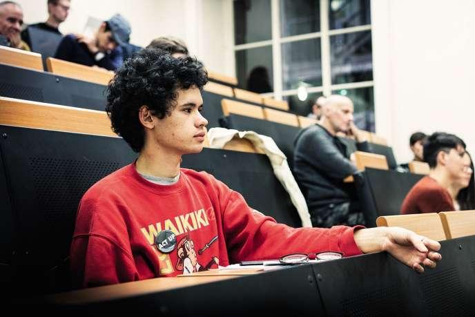 Théophile Ray, alias Marco dans le filmde RobinCampillo, lors de la réunion hebdomadaire d'Act Upà Paris, le 23 novembre.
