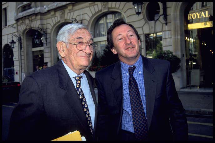 Antoine Riboud (1918-2002) et son fils, Franck, en mai 1994, à Paris.