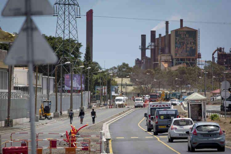 L'usine de la Société Le Nickel (SLN) vue de Montravel, quartier nord de Nouméa, le 21 novembre.