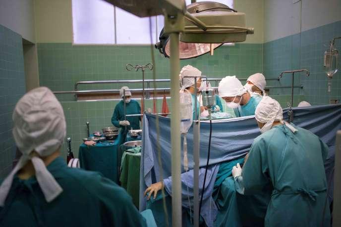 Un hôpital de Floride s'est retrouvé face à un cas de conscience avec un homme de 70 ans, inanimé et portant la mention « NPR » sur le torse.