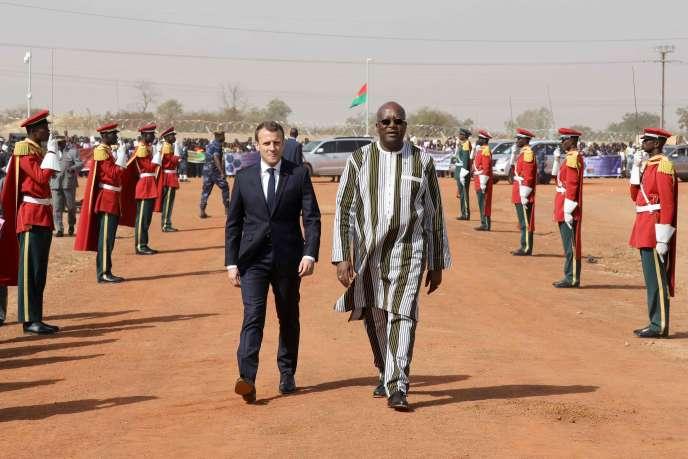Au lendemain de son discours à l'université de Ouagadougou, le 28 novembre, Emmanuel Macron a visité la centrale solaire de Zaktubi, en compagnie du président du Burkina Faso, Roch Marc Christian Kabore.