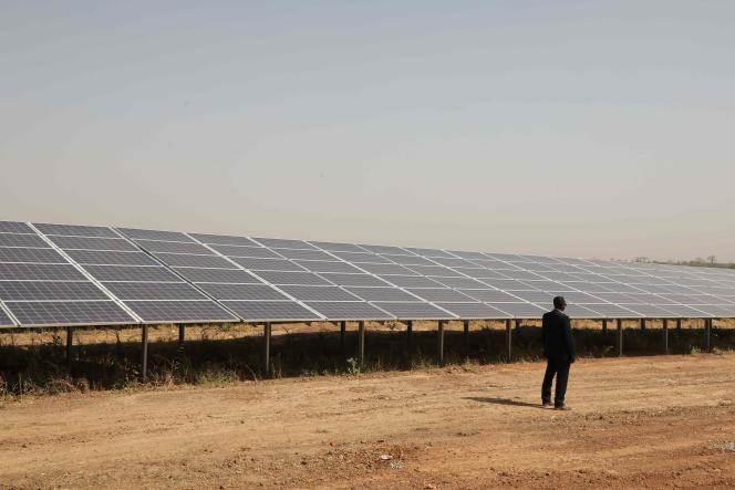 Panneaux solaires à Zaktubi, près de Ouagadougou, le 29 novembre 2017.