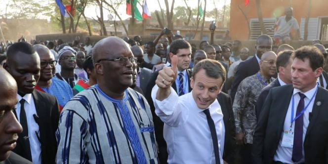Le président Emmanuel Macron et son homolgue burkinabé Roch Marc Christian Kaboré à Ouagadougou, le 28 novembre 2017.