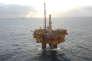 Vue aérienne de la plate-forme pétrolière Brent Delta, dans le champ de Brent exploité par Shell en mer du Nord, avant son retour à terre en mai 2017.