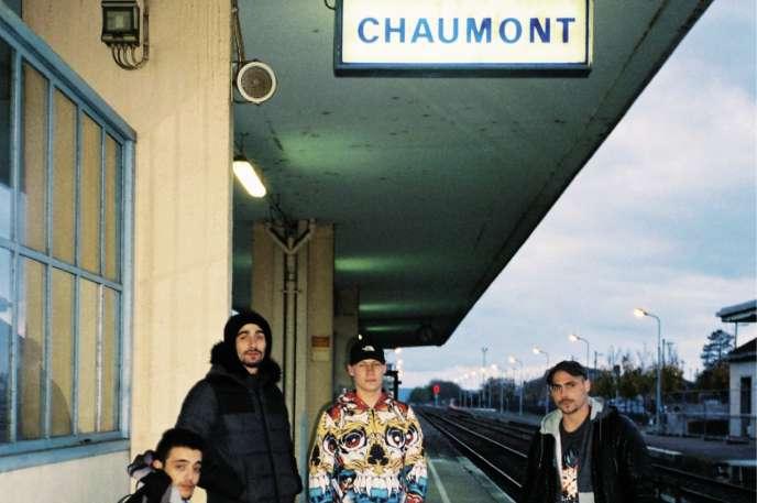 Jordan (deuxième en partant de la gauche) a connu un certain succès à l'échelle de Chaumont, avec sa vidéo «#Rap2Campagne» qui totalise près de 1000vues.