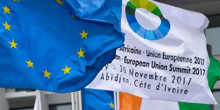 Les couleurs de l'Europe, du sommet Union africaine et Union européenne, et de la Côte d'Ivoire, à Abidjan, le 27 novembre 2017.