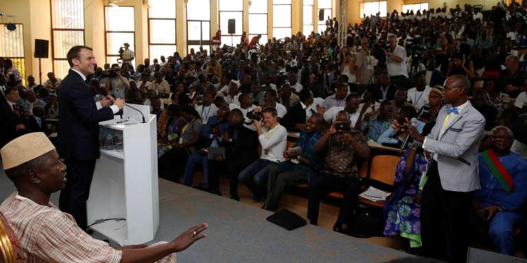 Le président français Emmanuel Macron a prononcé son discours à la jeunesse africaine devant 800 étudiants de l'université de Ouagadougou, le 28 novembre 2017.