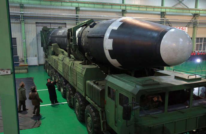 Un missile nord-coréen de type Hwasong-15 présenté par les autorités dePyongyang, le 29 novembre.