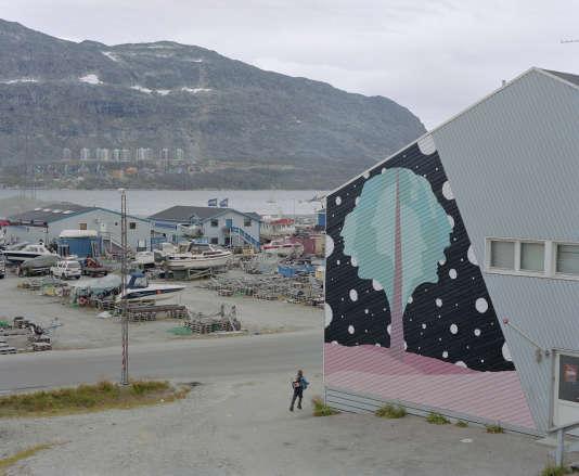 Fresque d'Alexandros Simopoulos (artiste et illustrateur grec) sur la façade du centre culturel Illorput à Nuuk.