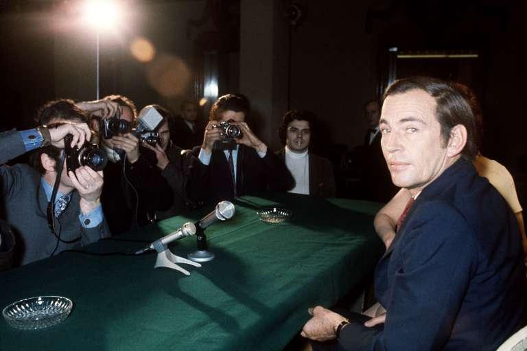 Le chirurgien Christiaan Barnard, ici à Paris, en mars 1970, a été propulsé au rang d'icône de la médecine moderne après avoir réalisé la première greffe du cœur en 1967.