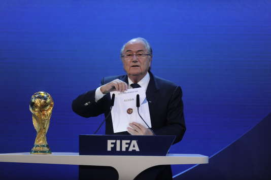 Sepp Blatter, président de la FIFA, annonçant l'attribution du Mondial 2018 à la Russie, le 2 décembre 2010.