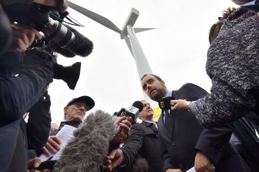 Sébastien Lecornu, secrétaire d'Etat à la transition écologique et solidaire, le 13 octobre à Saint-Nazaire (Loire-Atlantique), lors de l'inauguration de la première éolienne française en mer.