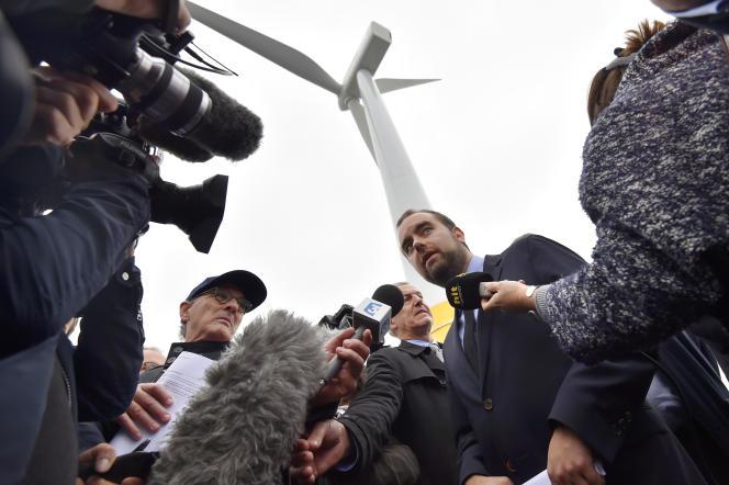 Sébastien Lecornu, secrétaire d'Etat à la transition écologique et solidaire, le 13 octobre à Saint-Nazaire (Loire-Atlantique), lors de l'inauguration de la première éolienne française en mer, qui sera mise en service début 2018 au large du Croisic.