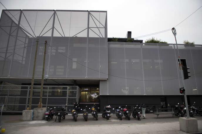 L'école 42 se situe boulevard Bessières, dans le XVIIe arrondissement de Paris.