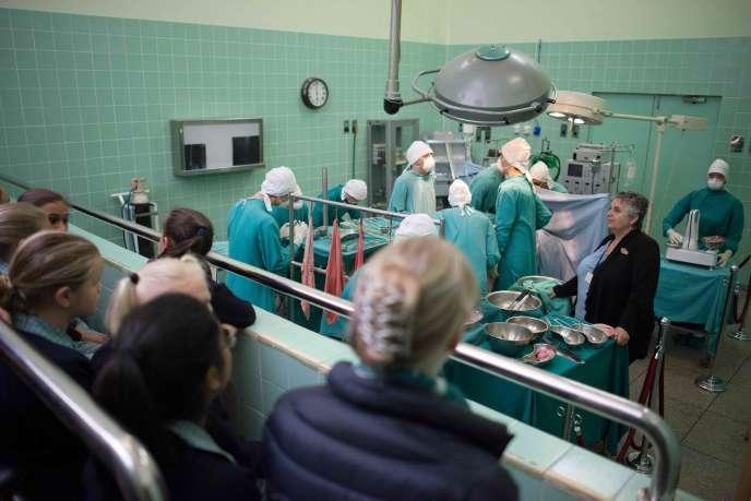 À l'hôpital Groote Schuur du Cap, en Afrique du Sud, le bloc opératoire où Christiaan Barnard a réalisé la première greffe du cœur en 1967 a été transformé en musée.