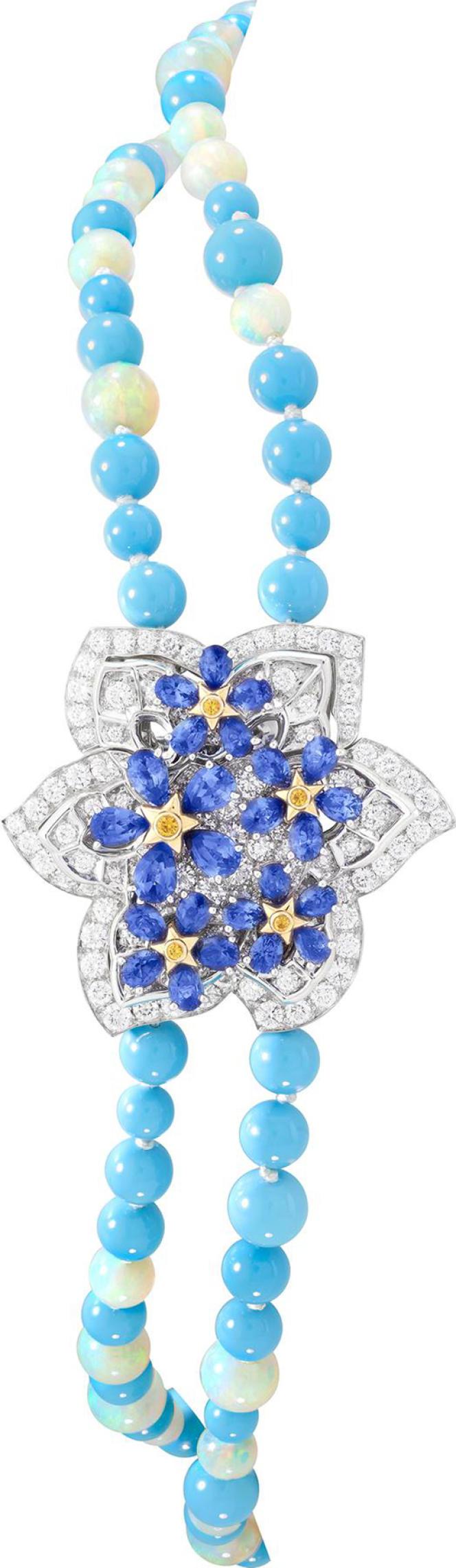 Collier «Forget Me Not» en or blanc et jaune, diamants, saphirs bleu, rose et jaune, turquoises et ses 62 billes d'opales (162,42 carats), de Van Cleef & Arpels.