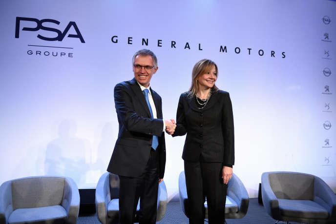 La présidente de General Motors, Mary Barra, avec le patron du groupe PSA, Carlos Tavares, le 6 mars.