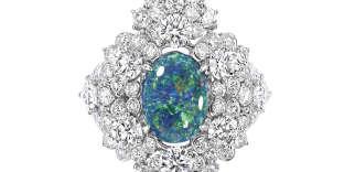 Bague en or blanc, diamants et opale noire (2,39 carats), collection « Dior et d'opales », de Dior Joaillerie.