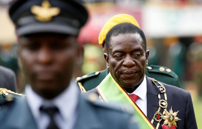 Emmerson Mnangagwa, le nouveau président par intérim du Zimbabwe, le jour de sa prestation de serment à Harare, le 24 novembre 2017.