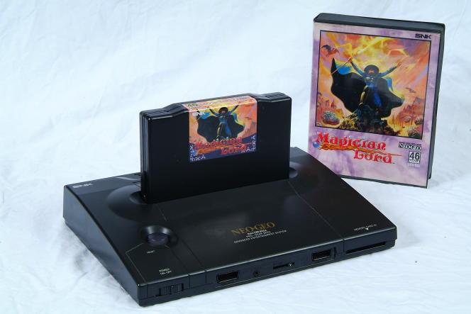 La console japonaise Neo Geo, sortie en 1990.