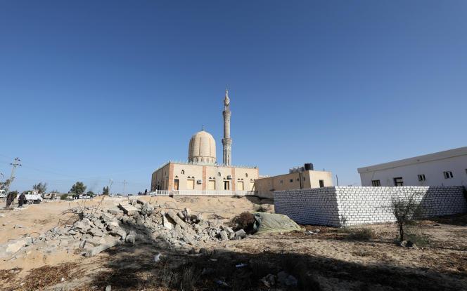 « La majorité des 550000habitants du Sinaï sont des Bédouins, installés sur ce territoire depuis plusieurs siècles. Ils ont conservé des liens familiaux avec des populations vivant aujourd'hui en Israël et dans les territoires palestiniens» (mosquée Al-Raoudah, le 1erdécembre, quelques jours après l'attaque).