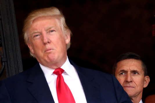 Michael Flynn et Donald Trump à Mar-a-Lago, la résidence de Donald Trump à Palm Beach en Floride, le 1er décembre 2016.