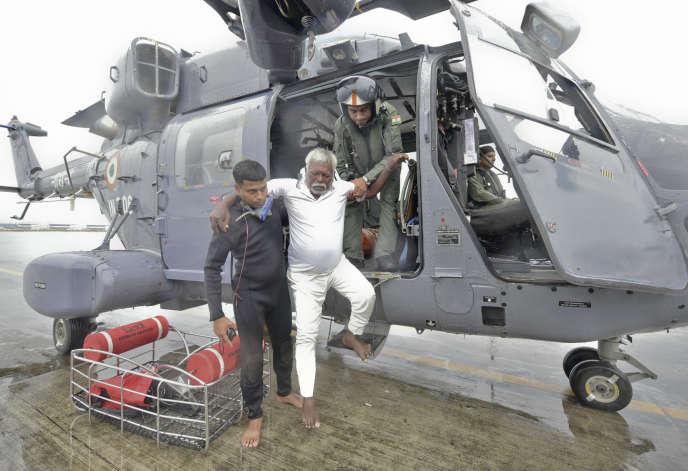 Opération de secours à Thiruvananthapuram, dans l'Etat indien du Kerala, vendredi.