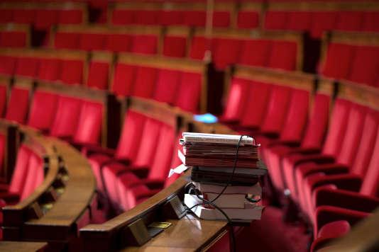 Dossiers et références d'un député pour un débat parlementaire à l'Assemblée nationale.