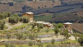 Prestigieuse appelation de Toscane, le brunello est produit dans le village de Montalcino.