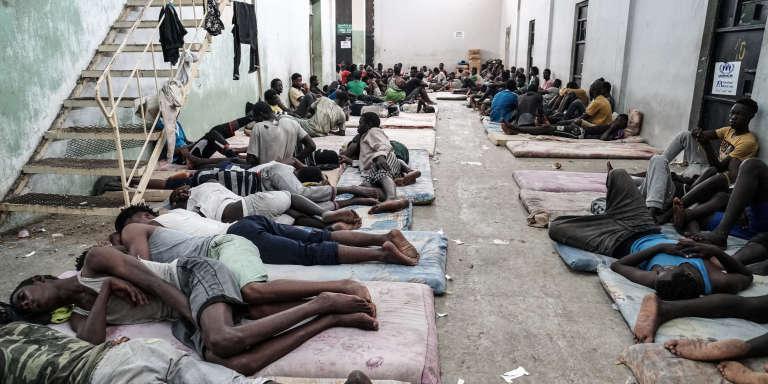 Un centre de détention de migrants, à Zawiyah, à 45 kilomètres à l'ouest de Tripoli, en Libye, en juin 2017.