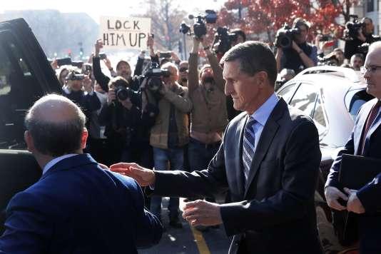 Michael Flynn à sa sortie du tribunal, à Washington, le 1er décembre.