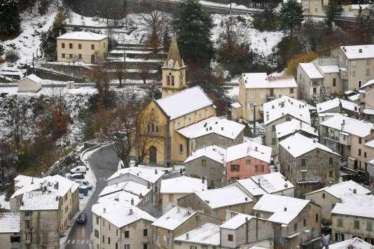 Le village of Vivario, en Haute-Corse, sous la neie.