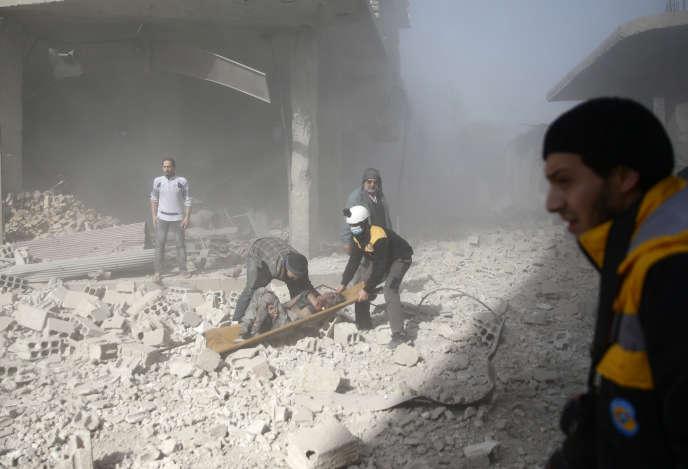 «La population ne peut non seulement plus se nourrir, mais plus se soigner» (Photo: dans la ville de Hamoria, région de la Ghouta, le 3 décembre).