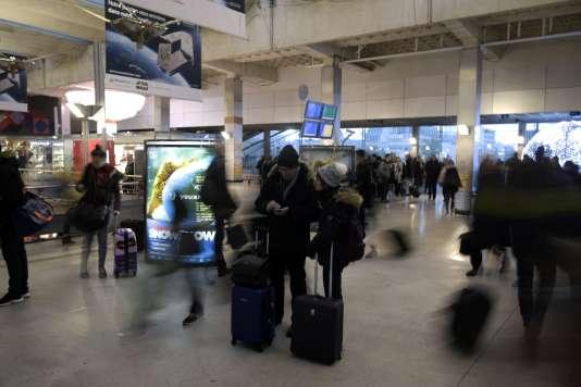Dimanche 3 décembre, gare Montparnasse.