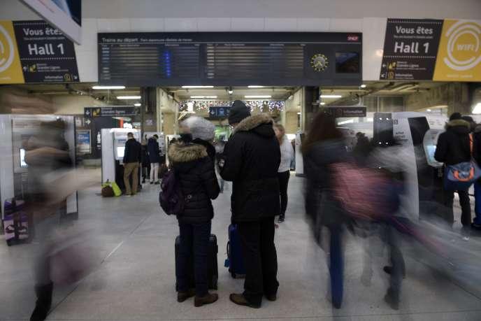 Le tableau d'affichage, vide, de la gare Montparnasse.