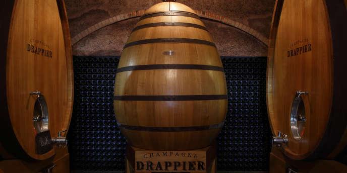 Un foudre en chêne, sorte d'œuf de 2500 litres, est dédié aux cuvées «Grande Sendrée».