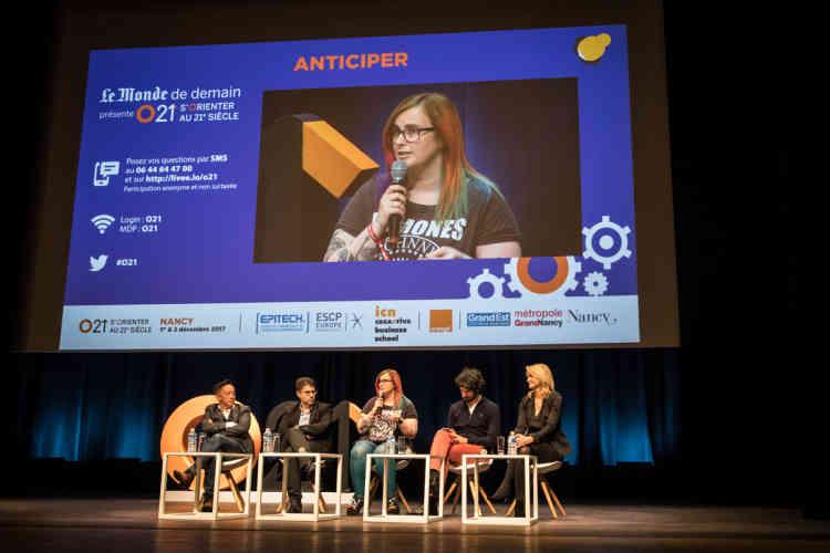 Laurence Vagner, UX designer et consultante au Parlement européen, participe à la deuxième table ronde du vendredi, «Anticiper». Elle décrit son nouveau métier«qui n'existait pas il y a dix ans» etincite les jeunes filles à se lancer dans l'informatique.