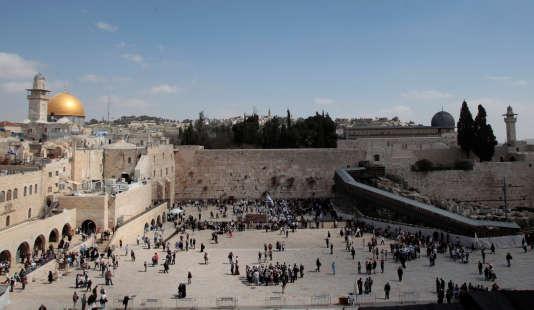 Vue du dôme du Rocher et du mur des Lamentations à Jérusalem, en mars 2011.