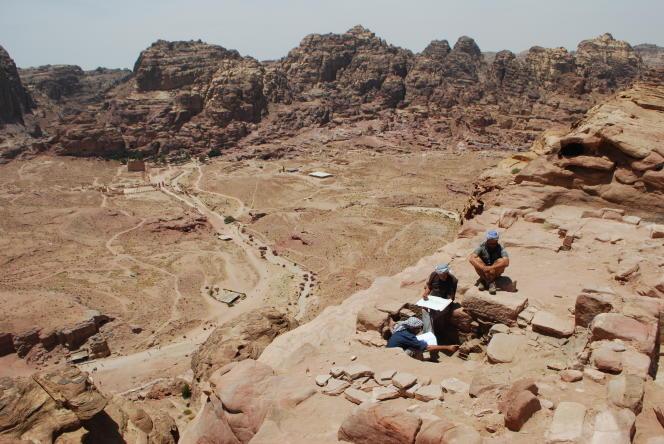 Fouilles du complexe thermal de Jabal Khubthah, à Pétra (Jordanie)