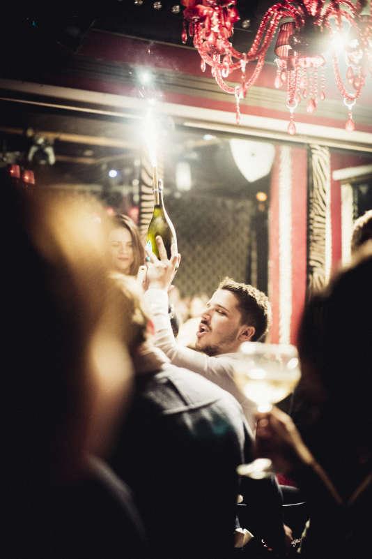 Au Club Matignon, à Paris, le champagne représente la moitié des ventes de boissons.