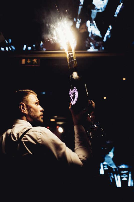 Au Club Matignon, à Paris, le 2 décembre. Fête et champagne, unis par la notion de rareté.