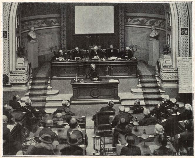 Election de Marie Curie à l'Académie de médecine, le 7 février 1922.